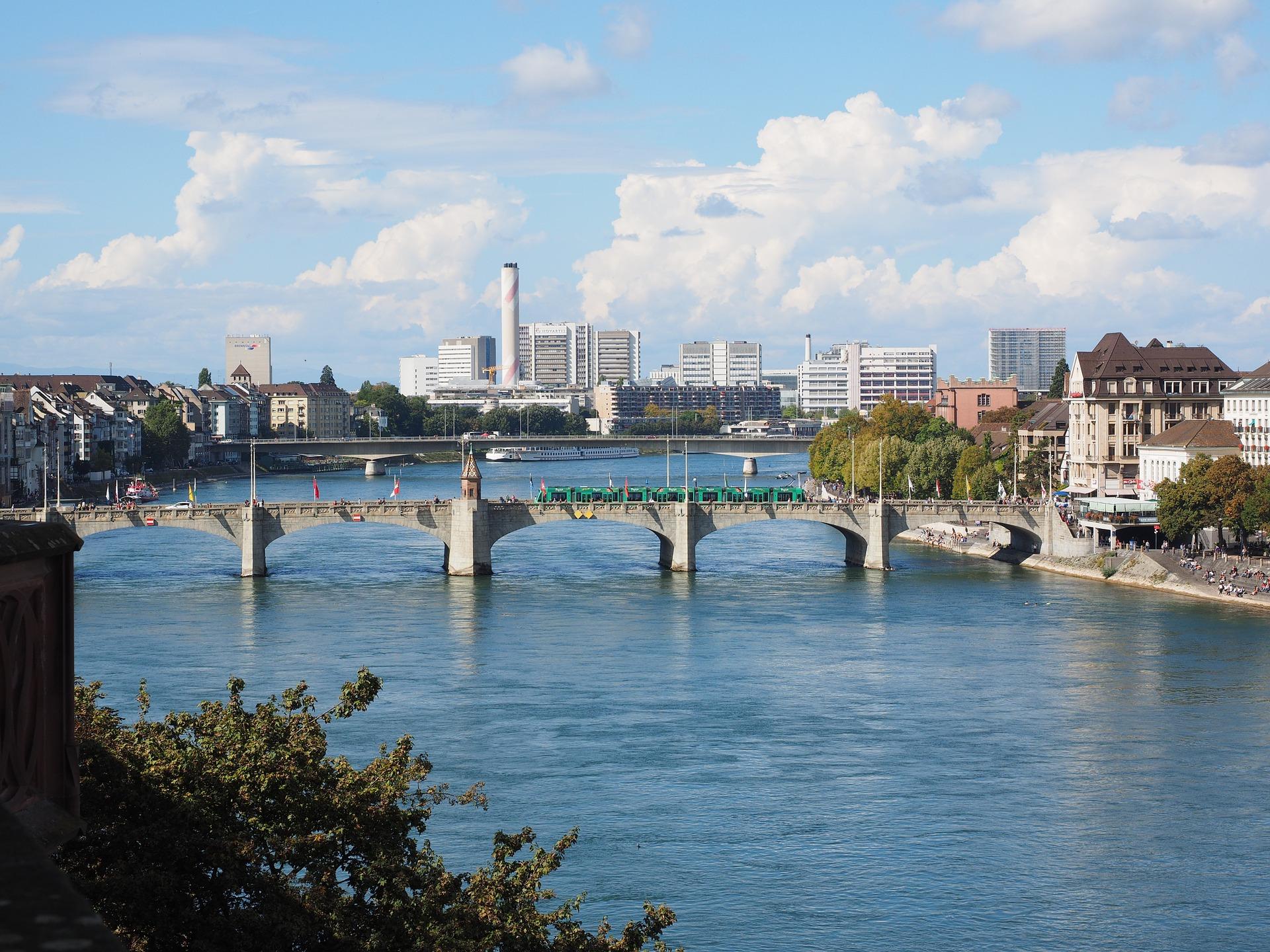 Foto von Basel mit Rhein